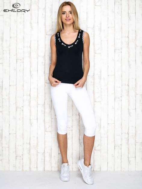 Czarno-biały top sportowy z lamówką w stylu marynarskim                                  zdj.                                  4