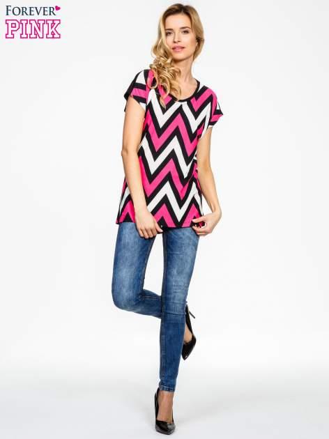 Czarno-różowy t-shirt w geometryczne wzory                                  zdj.                                  2