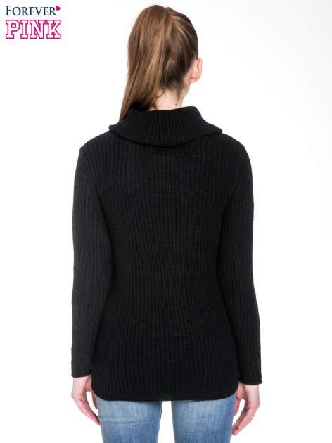 Czarny ciepły sweter z golfowym kołnierzem                                  zdj.                                  4