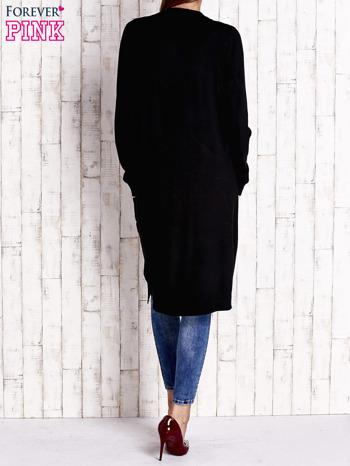 Czarny długi sweter z otwartym dekoltem                                  zdj.                                  3