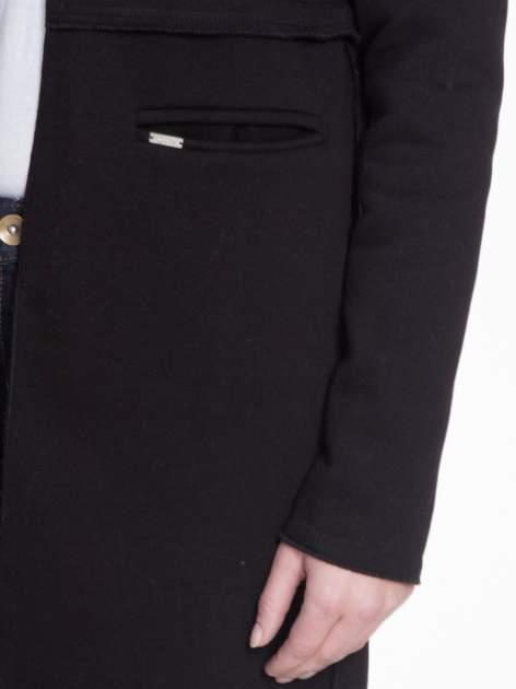 Czarny dresowy bluzopłaszczyk o pudełkowym kroju                                  zdj.                                  7