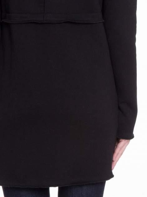 Czarny dresowy bluzopłaszczyk o pudełkowym kroju                                  zdj.                                  9