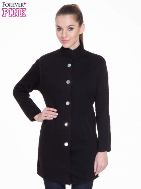 Czarny dresowy płaszcz o kroju oversize