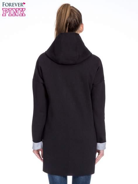 Czarny dresowy płaszcz oversize z kapturem                                  zdj.                                  4