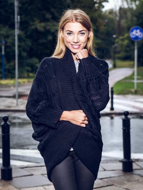 Czarny dziergany sweter typu otwarty kardigan                                  zdj.                                  9