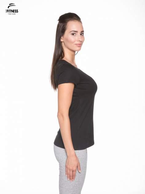 Czarny gładki t-shirt z dekoltem w serek                                  zdj.                                  3
