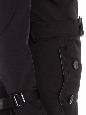 Czarny klasyczny płaszcz trencz ze skórzanym obszyciem                                  zdj.                                  5