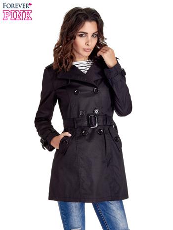 Czarny klasyczny płaszcz typu trencz