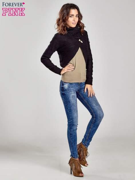 Czarny krótki sweter narzutka z kołnierzem                                  zdj.                                  2