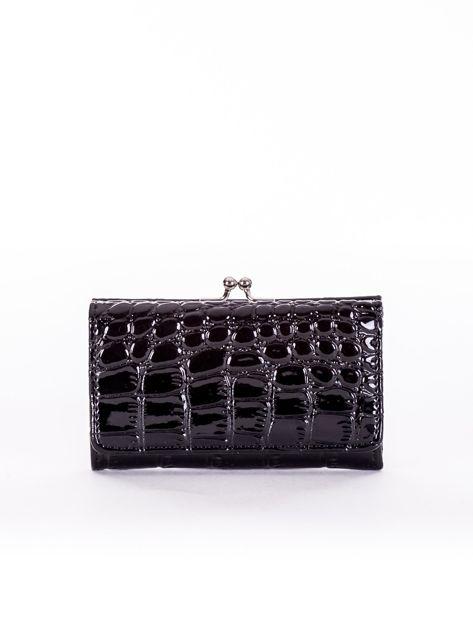 Czarny lakierowany portfel damski z tłoczeniem