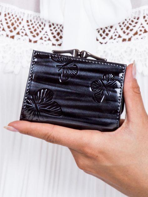 Czarny lakierowany portfel w motyle                              zdj.                              3