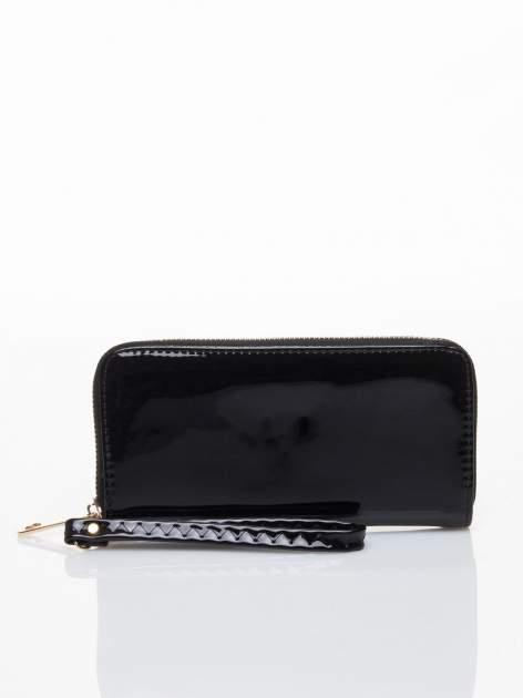 Czarny lakierowany portfel z rączką                                  zdj.                                  1