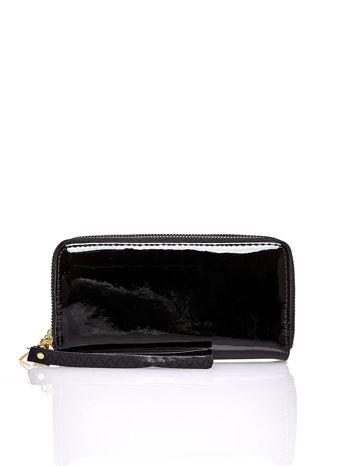 Czarny lakierowany portfel z uchwytem na rękę