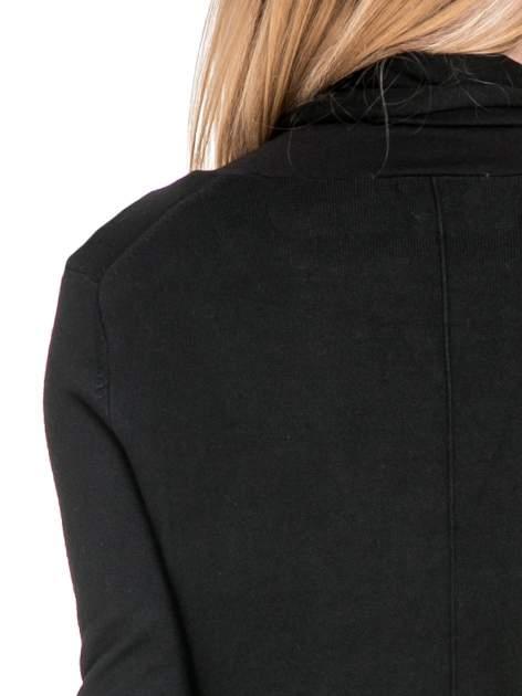 Czarny otwarty sweter narzutka z dłuższym tyłem                                  zdj.                                  7