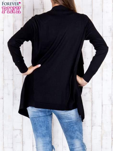 Czarny otwarty sweter z kieszeniami i guzikami na mankietach                                  zdj.                                  4