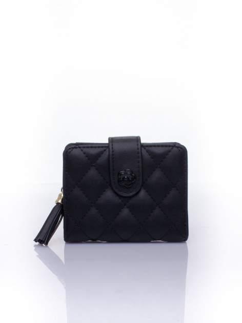 Czarny pikowany portfel z ozdobnym zapięciem
