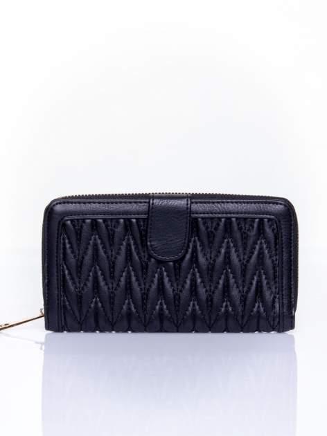 Czarny pikowany portfel ze złotym suwakiem