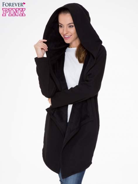 Czarny płaszcz dresowy z asymetrycznymi bokami                                  zdj.                                  5