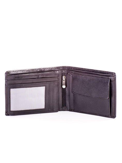 Czarny portfel dla mężczyzny z tłocznym napisem                              zdj.                              4