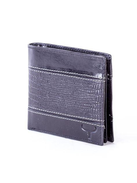 Czarny portfel męski ze skóry z poziomym tłoczeniem                              zdj.                              3