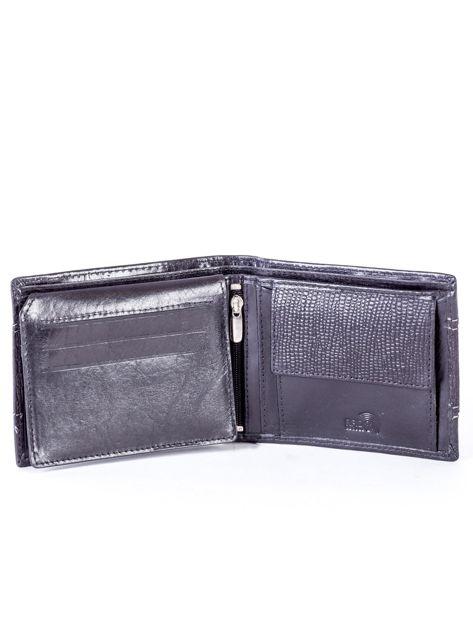 Czarny portfel męski ze skóry z poziomym tłoczeniem                              zdj.                              4