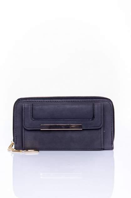 Czarny portfel z kieszonką ze złotym elementem