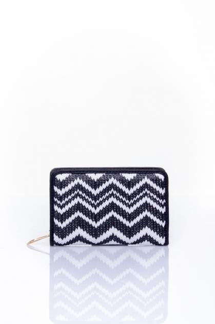 Czarny portfel z motywem geometrycznej plecionki