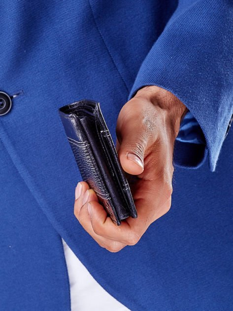 Czarny portfel z poziomą tłoczoną wstawką                              zdj.                              7