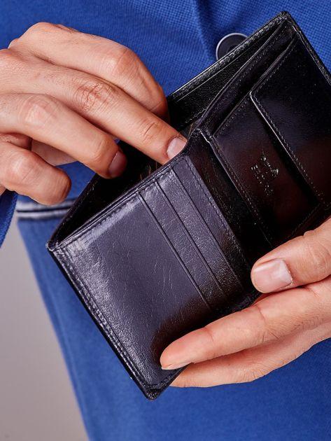 Czarny portfel z tłoczeniami męski                               zdj.                              4