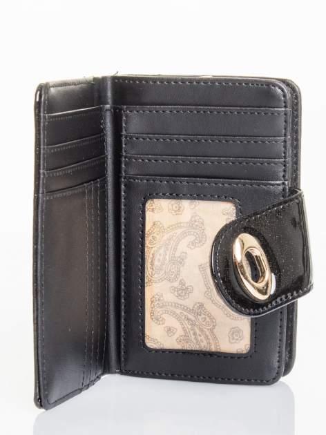 Czarny portfel ze złotym zapięciem efekt skóry saffiano                                  zdj.                                  3
