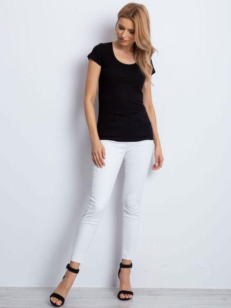 Czarny prążkowany t-shirt                              zdj.                              4