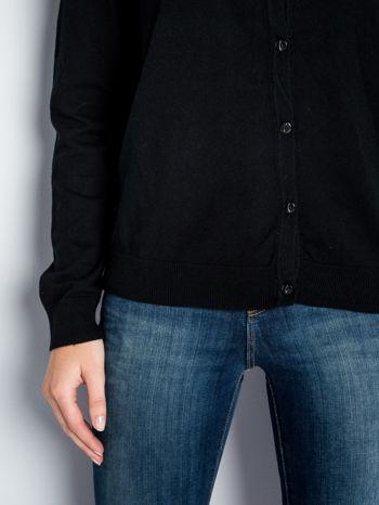 Czarny rozpinany sweter z bawełny                                  zdj.                                  4