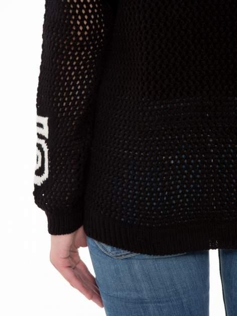 Czarny siatkowy sweter z nadrukiem numerycznym                                  zdj.                                  8