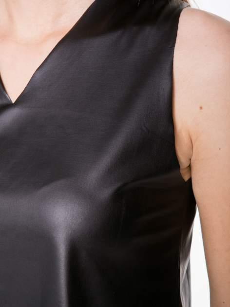Czarny skórzany crop top w minimalistycznym stylu                                  zdj.                                  7
