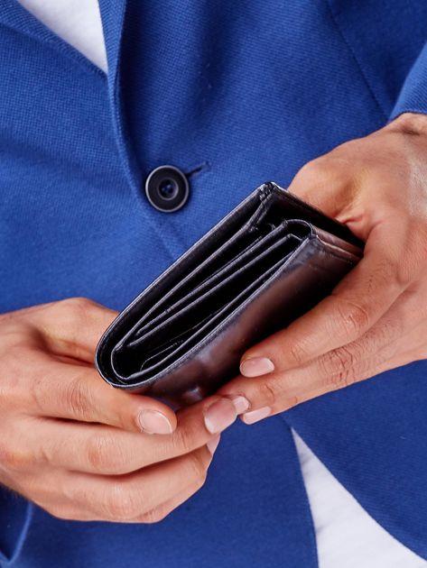 Czarny skórzany portfel męski z symetrycznymi tłoczeniami                              zdj.                              8