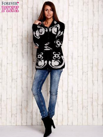 Czarny sweter long hair z ornamentowym motywem                                  zdj.                                  7