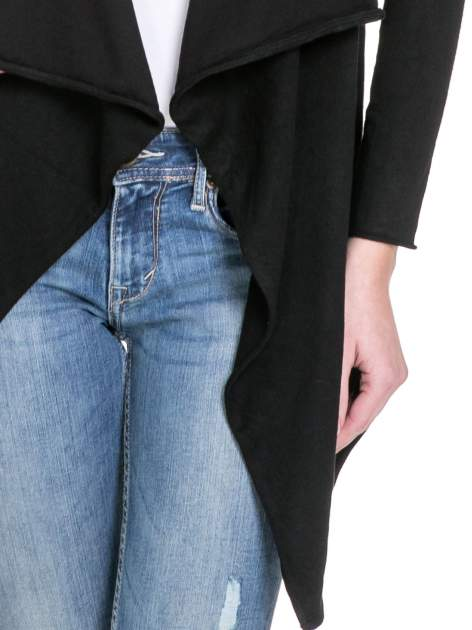 Czarny sweter narzutka o kroju waterfall                                  zdj.                                  6