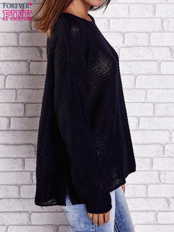 Czarny sweter oversize z rozcięciami po bokach                                  zdj.                                  4