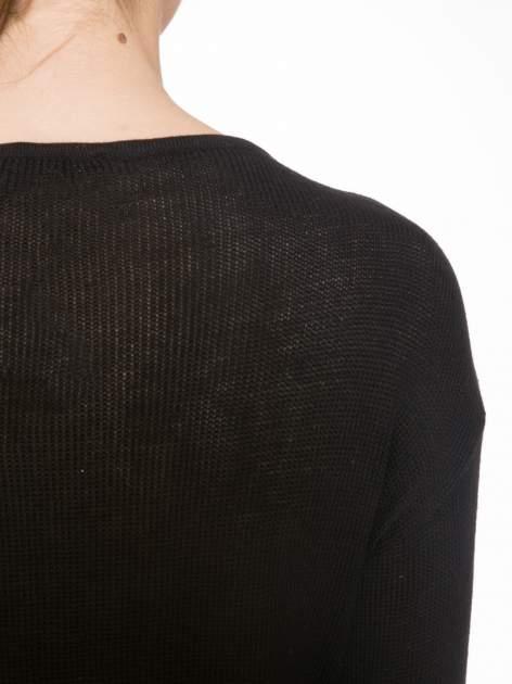 Czarny sweter w gwiazdy z efektem destroyed                                  zdj.                                  7