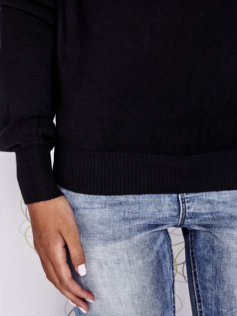Czarny sweter z aplikacją i kokardą przy dekolcie                                  zdj.                                  6