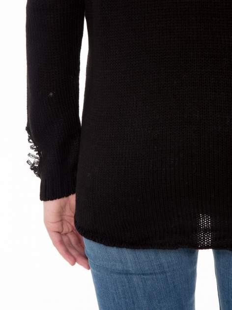 Czarny sweter z jelonkiem i efektem destroyed                                  zdj.                                  9
