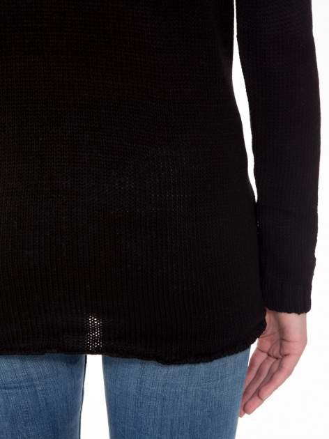 Czarny sweter z jelonkiem i efektem destroyed                                  zdj.                                  10