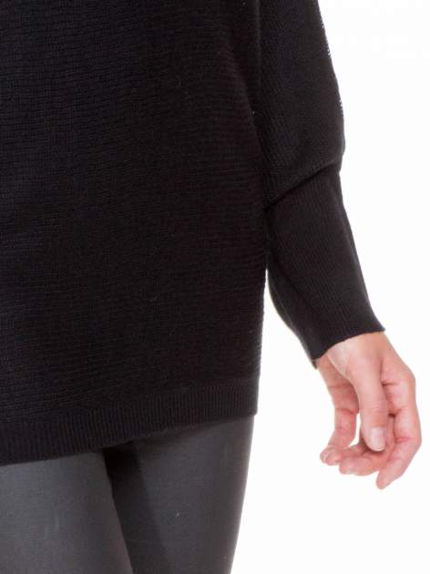 Czarny sweter z nietoperzowymi rękawami                                  zdj.                                  6