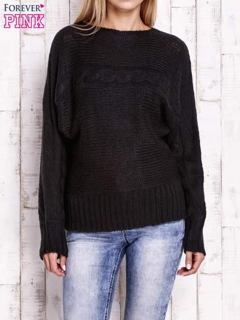 Czarny sweter z warkoczowym splotem                                  zdj.                                  1