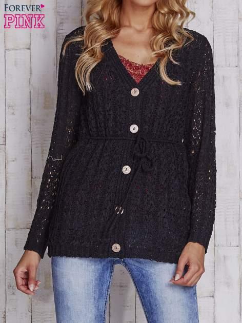 Czarny sweter zapinany na guziki                                  zdj.                                  1