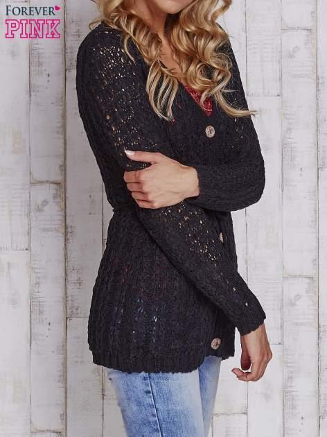 Czarny sweter zapinany na guziki                                  zdj.                                  3