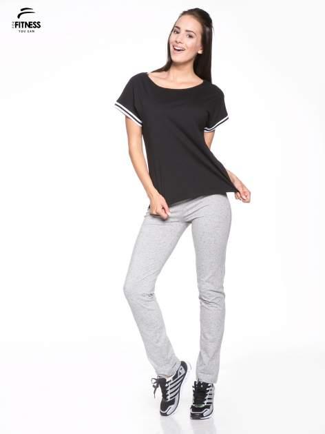 Czarny t-shirt damski ze sportową lamówką                                   zdj.                                  5