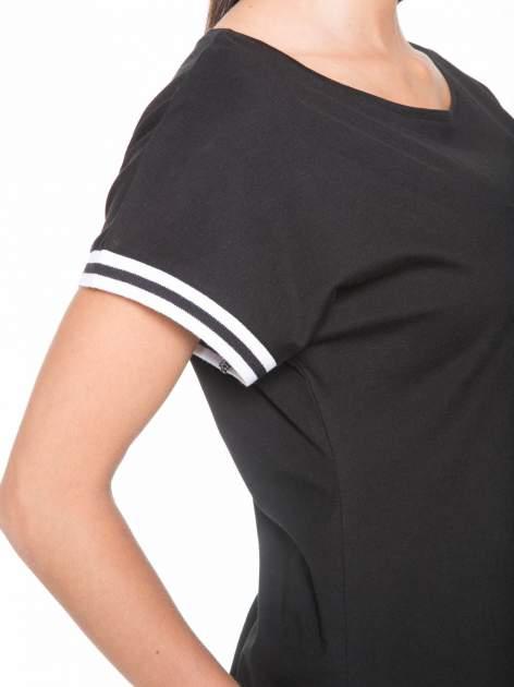 Czarny t-shirt damski ze sportową lamówką                                   zdj.                                  6