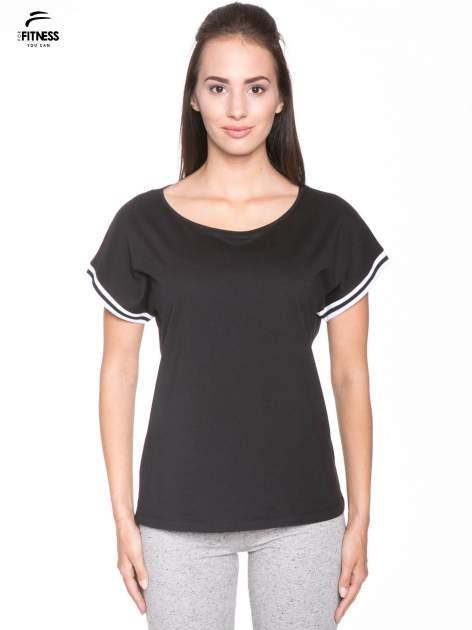 Czarny t-shirt damski ze sportową lamówką                                   zdj.                                  1