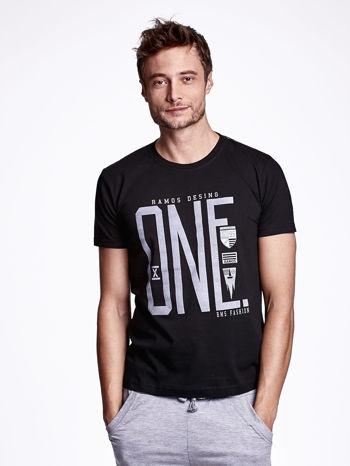 Czarny t-shirt męski z nadrukiem i napisem ONE                                  zdj.                                  1
